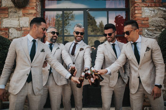Casual groom and groomsmen style for the win! | Image by 4events  #groom #groomsmen #groomstyle #groomsmenstyle #casual #gettingready