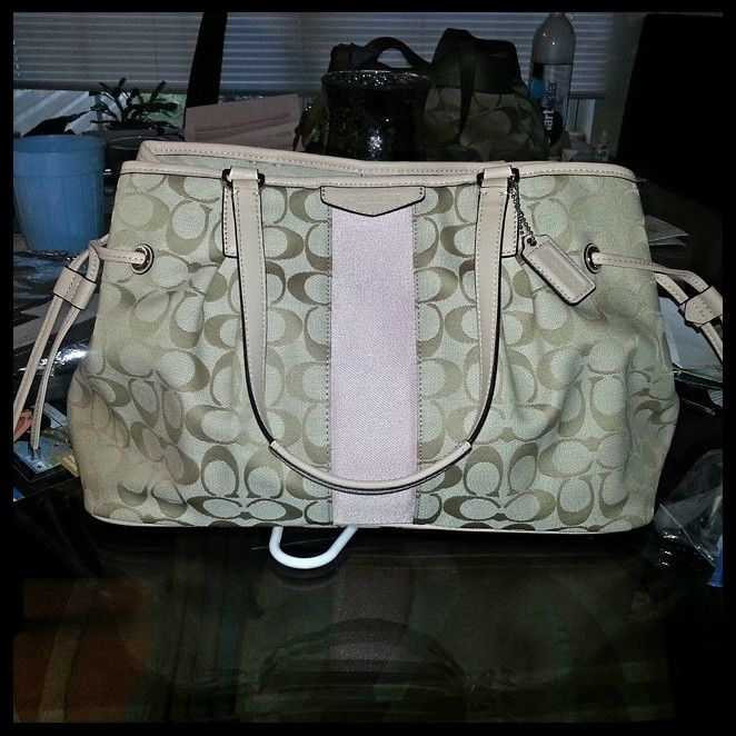 Coach Poppy Candace Carryall Large Beige Satchels ABH Can Be Suitable To Different Disposition, Makes You Satisfied.