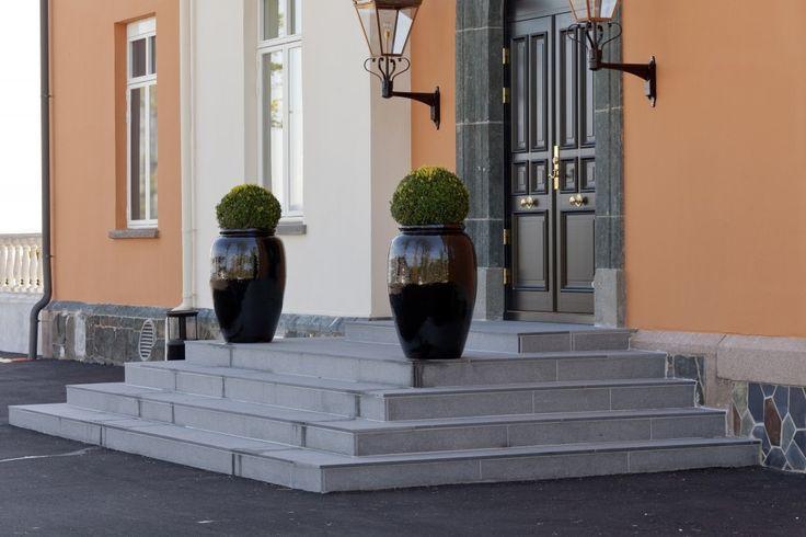 Pynt opp utendørs med vakre fliser i granitt fra Ellingard Collection! Klikk for mer inspirasjon og info.