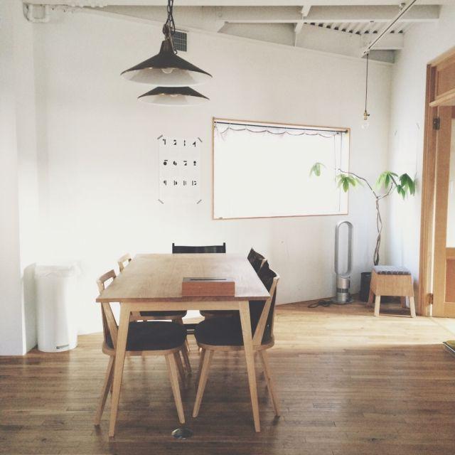 nozomiさんの、カレンダー,ダイニングテーブル,植物のある部屋,大川家具製作所,flame,照明,mina perhonen,minaperhonen,フレイム,フレイム照明,北欧,シンプル,北欧インテリア,植物のある暮らし,植物,部屋全体,のお部屋写真