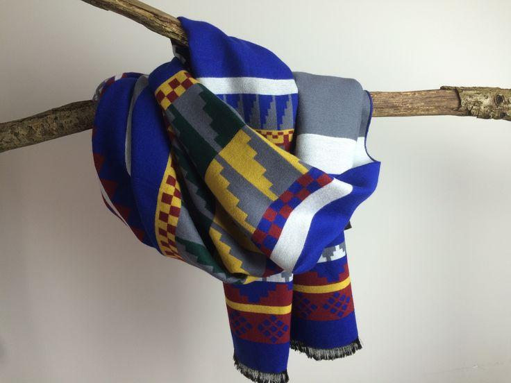 This boho chic scarf from Benthe-May with aztec print is a real eye catcher! Available at www.Benthe-May.com