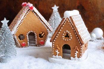 Căsuţe de turtă-dulce Decorează-ţi propria căsuţa de turtă-dulce. Reţete cu bicarbonat de sodiu, Reţete de turtă dulce, paste, Rețete pentru masa de Crăciun, Rețete Copiii în bucătărie, Reţete cu miere, Craciun, Rețete mese festive, Pentru familie, Reţete de deserturi, Reţete pentru deserturi, Reţete cu ghimbir, Internationala