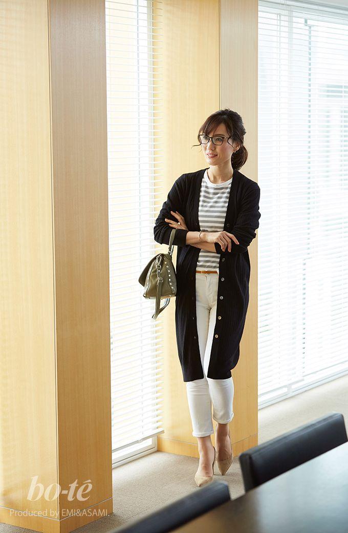 白デニムに黒のロングカーデを合わせた秋のキレイめモノトーンコーデ 10月26日 Bo Te ボーテ 黒 ロングカーディガン 秋冬 ファッション 女性の服装