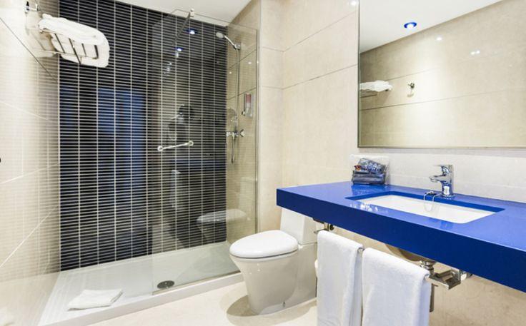 Kerala Baño Infantil:Globales Playa Estepona es un hotel de Málaga en primera línea de