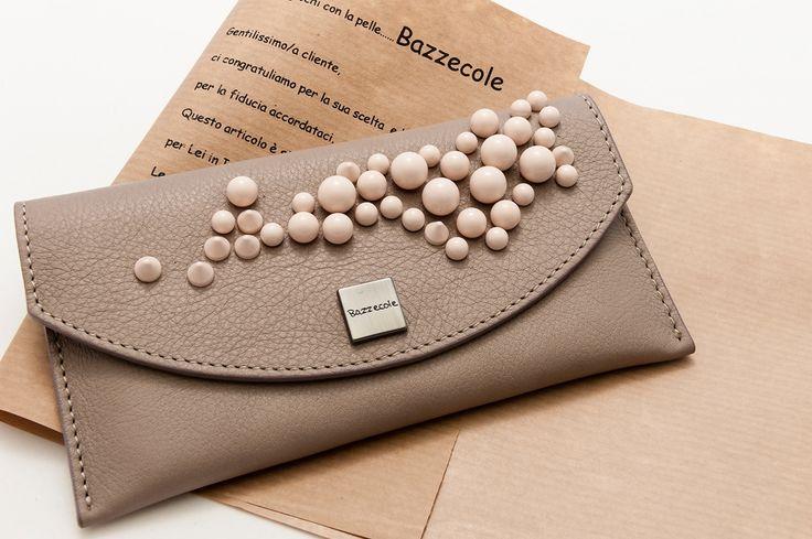 Le custodie in pelle Bazzecole sono ideali per il vostro Smartphone #LG e per molte altre marche. #Moda #Fashion #Style #Madeinitaly #Handmade #Bazzecole #custodie #custodia #leather #cases #Parigi