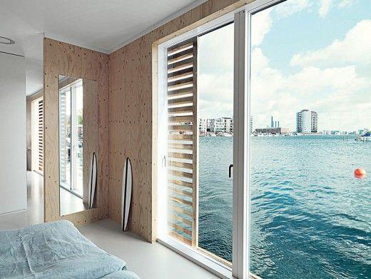 コペンハーゲン湾に浮かぶフローティング住宅のベッドルーム