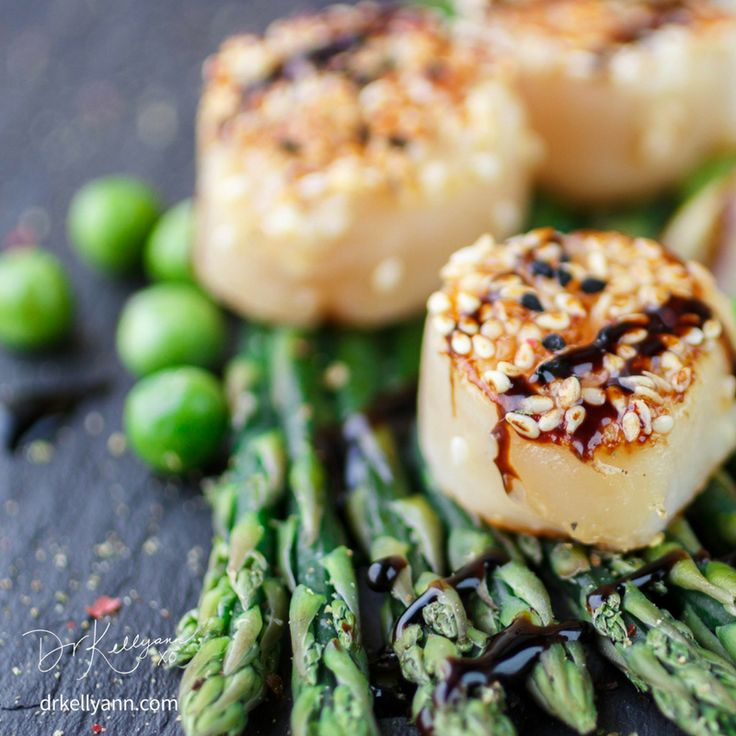 callops are so elegant, healthy, and simple to make—high in protein, low in calories, and a good source of magnesium and potassium. They're great with asparagus, and I have a recipe on my site for one of my favorite meals... Scallops with parsnips, click through to get it!  What's your favorite way to prepare them? Scallops with Roasted Parsnips - Dr. Kellyann Petrucci…