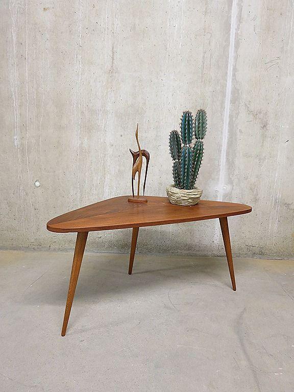 Vintage sixties salontafel coffee table Gelderland Dutch design bijzettafel driehoek boemerang triangel
