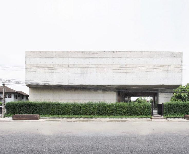 solid-concrete-gallery-as-living-artwork-aswa-architecture-bangkok-thailand_dezeen_2364_col_15