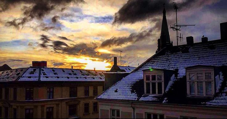 A shot of the beautiful winter sunset at 3:00pm during the first snow of the season here in Copenhagen  #winterishere #copenhagen #copenhagenlife #findroommate