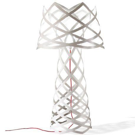 Aussi beau éteint qu'allumé, le lampadaire Rut séduit avec un jeu de lumière dans le métal ciselé. Design espagnol de qualité, Garantie 2 ans, livraison rapide.