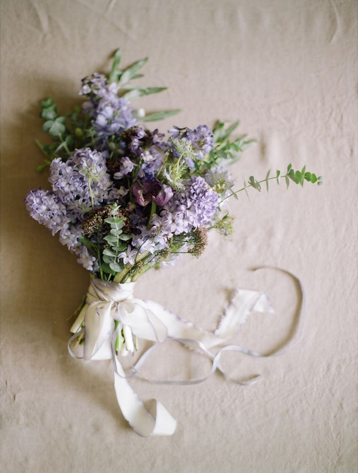 lilac bridal bouquet | via: grey likes weddings