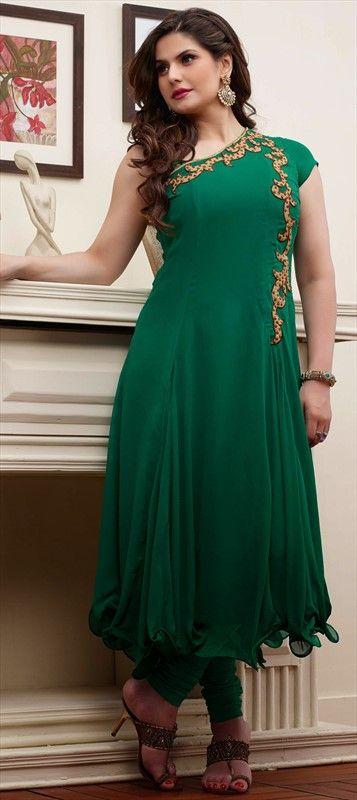Zarine Khan shows how to wear ruffles and monotone together perfectly. #ZarineKhan #DesignerAnarkali #EmaraldGreen