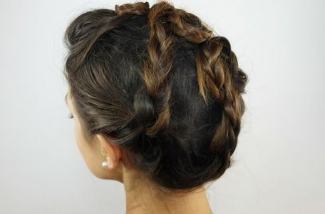 Dirndlfrisur für gestuftes Haar