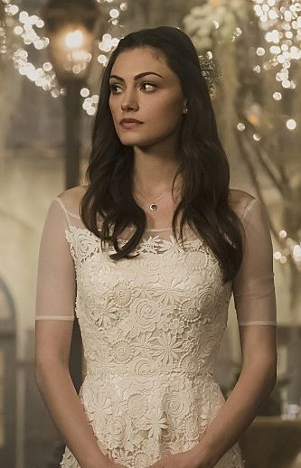 The Originals Hayley's wedding dress - this is the kind of wedding dress I want.  Simple but beautiful