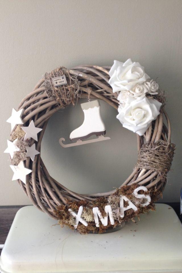 Kerstkrans, gemaakt met spulletjes van de action