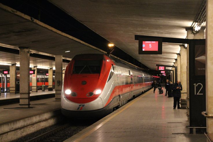 The Freiccarossa high speed train at Santa Maria Novella Station in Florence enters before its departure to Roma Termini. #firenze #termini #highspeed #rail #railroad #roma #freiccarossa