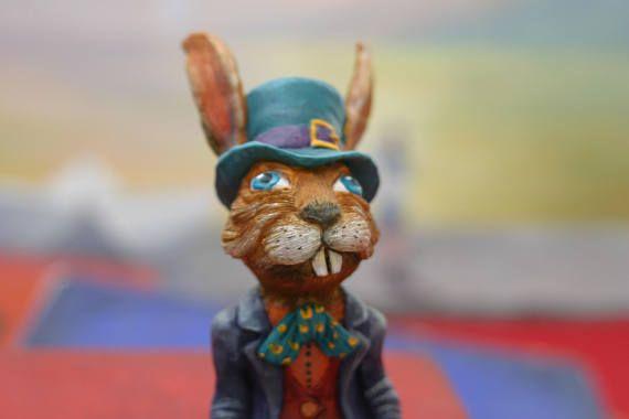 Figurine March Hare. Le Lièvre de