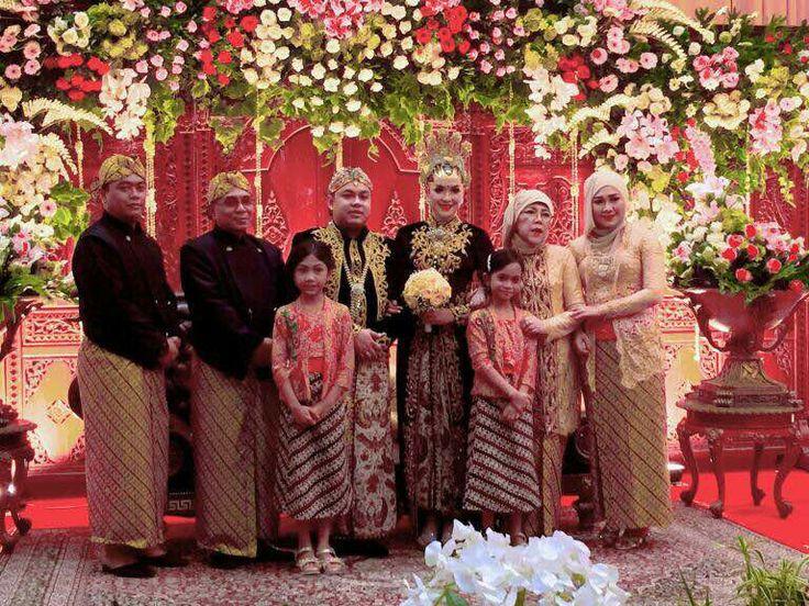 Kebaya Wedding Java Style by @Ulimora_kebaya (IG)