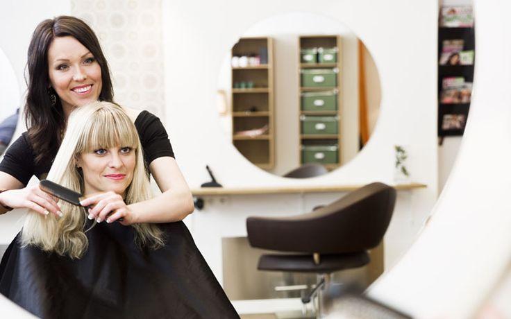 Is het tijd om je haren te verven, knippen of stylen? Op naar de haarstylist! En als je het je kapper net wat makkelijk wil maken... lees onze do's en don'ts!