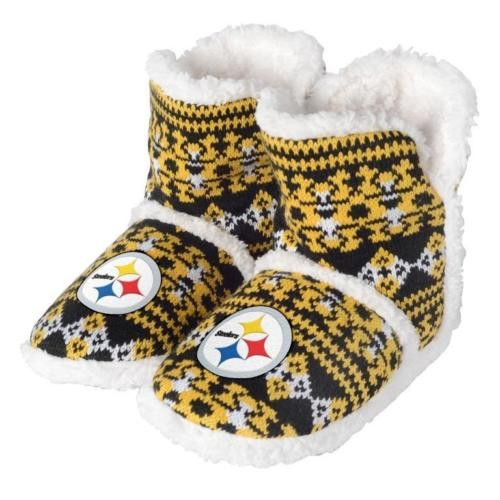 Small = Sizes 7-8 Medium = Sizes 9-10 Large = Sizes 11-12 X-Large = Sizes 13-14 These officially licensed NFL slippers are a MUST-have for every fan out there! Lounge around the house comfortably and