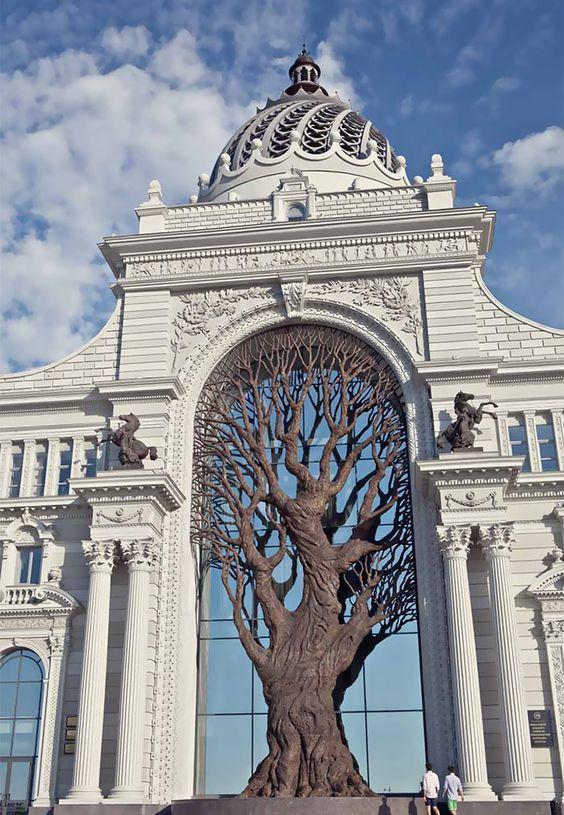 Árbol gigante de hierro construido en el Ministerio de Agricultura de Rusia de lanzar sombra sobre la arcada | aburrido Panda: