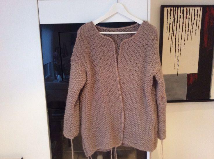 Favorittjakken min strikket i Perlestrikk, brukte garn soft alpaca fra Sandnes, deilig stor kosejakke
