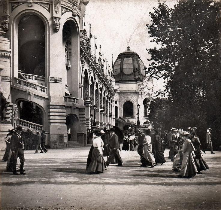 Paris, le Champ de Mars durant l'Exposition universelle de 1900.