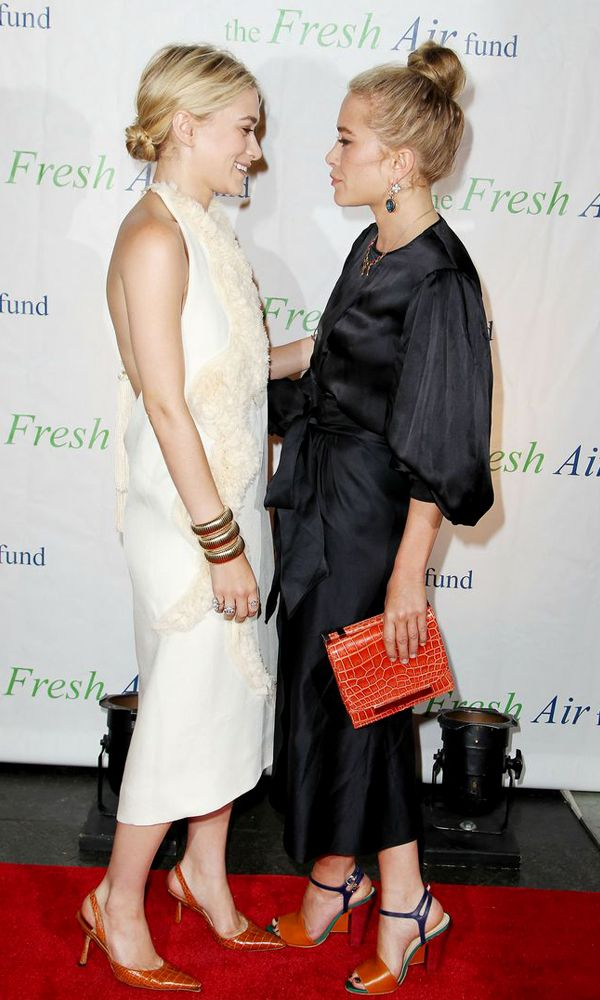 Olsens Anonymous Blog 17 Of Mary Kate And Ashley's Olsen Cutest Moments Red Carpet Event Smiling 15 photo Olsens-Anonymous-Blog-17-Of-Mary-Kate-And-Ashleys-Olsen-Cutest-Moments-Red-Carpet-Event-Smiling-15.jpg