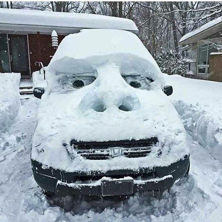Bildergebnis für witzige Schneemann in Winterlandschaft mit Kindern