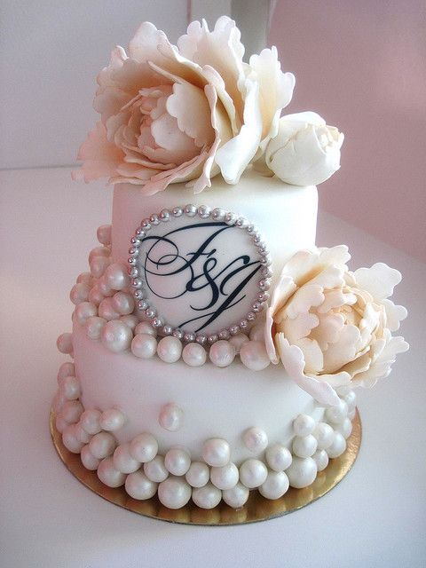 Monogram op taart