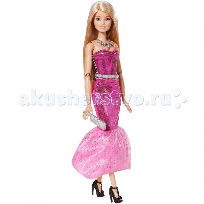Barbie Кукла Барби в платье-трансформере  Кукла Барби в платье-трансформере – просто находка для юной модницы.   Она одета в шикарное длинное розовое платье с блестками. Низ платья украшен двойной юбкой, верхний слой которой из кружева, покрытого блестками.   Дополнением к платью идет серебристый поясок и яркое колье, которое отлично смотрится на открытой шее. Ноги куклы обуты в черные туфли на высоком каблуке.   Если вашей кукле нужно сменить стиль, то с помощью нескольких легких движений…