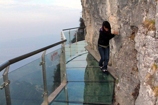 Стеклянная дорога для экстремалов, гора Тяньмэнь, Китай