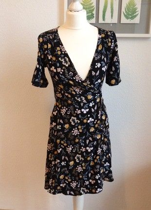 Kaufe meinen Artikel bei #Kleiderkreisel http://www.kleiderkreisel.de/damenmode/minis/162314183-kleid-blumen-floral-wickelkleid