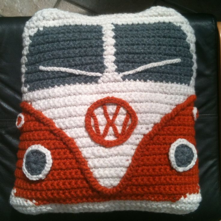 A crochet campervan cushion made by Pat for her Daughter. Great job Pat! Basic pattern available here: http://www.slightly-sheepish.com/product-category/knitting-patterns ༺✿ƬⱤღ  http://www.pinterest.com/teretegui/✿༻