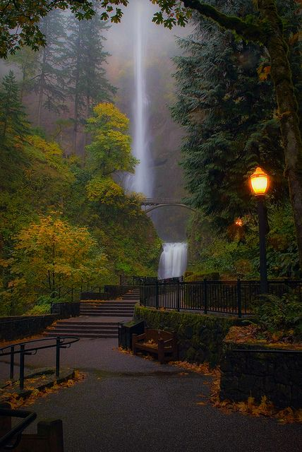 Multnomah Falls, Oregon    Shots like this make me miss living in Oregon.