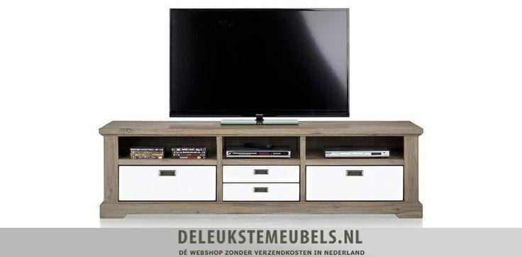 Tv-dressoir 180cm van het merk Happy@Home. Dit tv-dressoir heeft drie niches en drie keerbare laden. Het midden is ook één lade, ze hebben ervoor gekozen om een speels frontje te gebruiken waardoor het net lijkt alsof het twee laden zijn. Je kan de laden omkeren naar een volledig houten kant. Snel leverbaar! http://www.deleukstemeubels.nl/nl/bandon-tv-dressoir-180cm/g6/p1155/