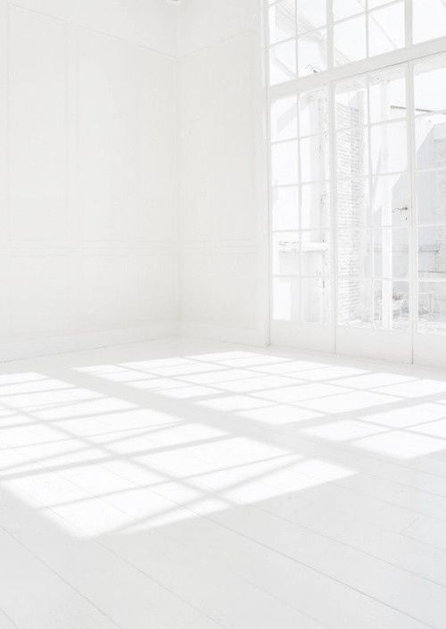 someday I want to walk into a room like this - empty, white, full of sunlight - and start furnishing it. Would be sooo much fun =)