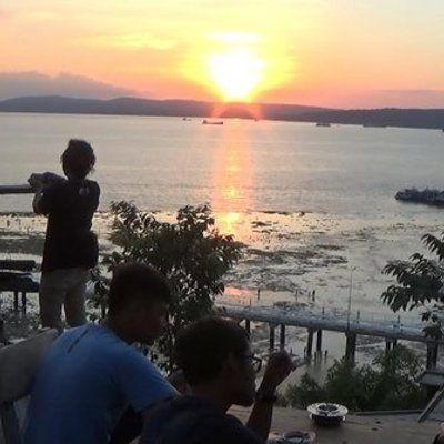 Memandangi Keindahan Sunset Di Kupang Dari Cafe Tebing  Memandangi keindahan sunset di Kupang dari Cafe Tebing Para pengunjung bisa secara leluasa melihat bahkan mengabadikan suasana matahari terbenam atau sunset dari Cafe Tebing Readmore: http://babab.net/feed/ http://ift.tt/2tt6wpD http://ift.tt/2usV4aq http://ift.tt/2tp9hsx
