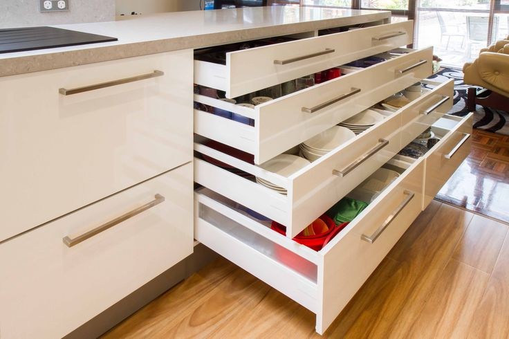 Contemporary kitchen with large servery into the dining room. www.thekitchendesigncentre.com.au @thekitchen_designcentre