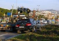 Dün saat 15:46 sularında meydana gelen kazada Küçükyalı Evlendirme Dairesi önünde Hülya G. tarafından kullandığı iddia edilen içinde 4 genç kızın bulunduğu otomobil kavşağa hızlı girince kontrolü kaybetti ve Akay Ulutan tarafından kullanılan cipe arkadan çarptı. Kazanın...      Kaynak: http://www.kartal24.com/2013/01/page/10/#ixzz2JokJxkME