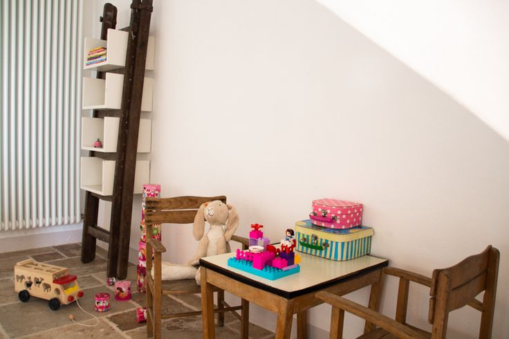 Vakantie met kinderen in Le Marche? Spelletjes, boeken, strips, speelgoed, trampoline, zwembad en glijbaan. Huur ons vakantiehuis in Le Marche, Italie | Villa Fiore