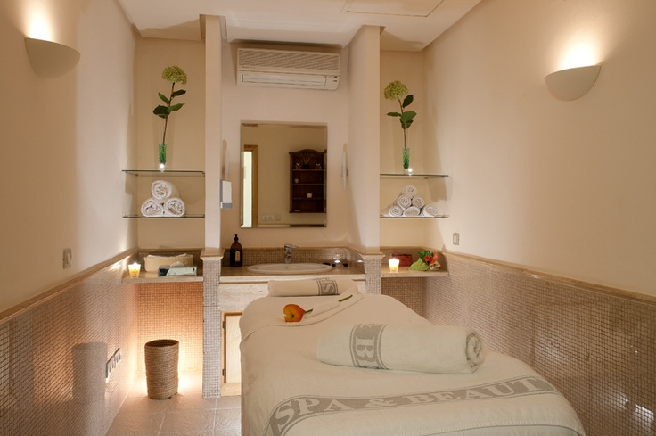 Sala de masajes de fuerte miramar massage room spain holiday gabinete pinterest spa - Centros de estetica ...