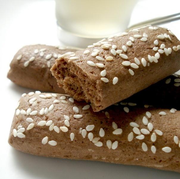 Ganjel Rel Cake  http://www.goindonesia.com/id/indonesia/jawa/semarang/makanan/makanan_tradisional_semarang/ganjel_rel