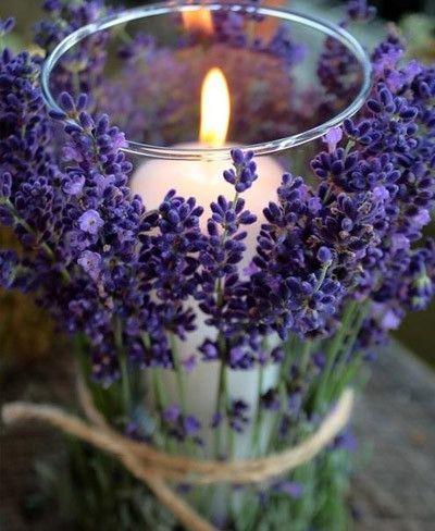 Vela decorada con flores