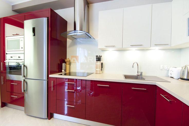 Czerwona kuchnia na wymiar Więcej zdjęć na http://aredo.pl/gallery