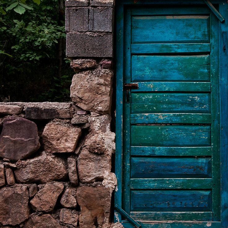 rustic: Blue Doors, Stones Wall, Doors Color, Design Interiors, Home Interiors Design, Design Home, Color Doors, Modern House, Rustic Home