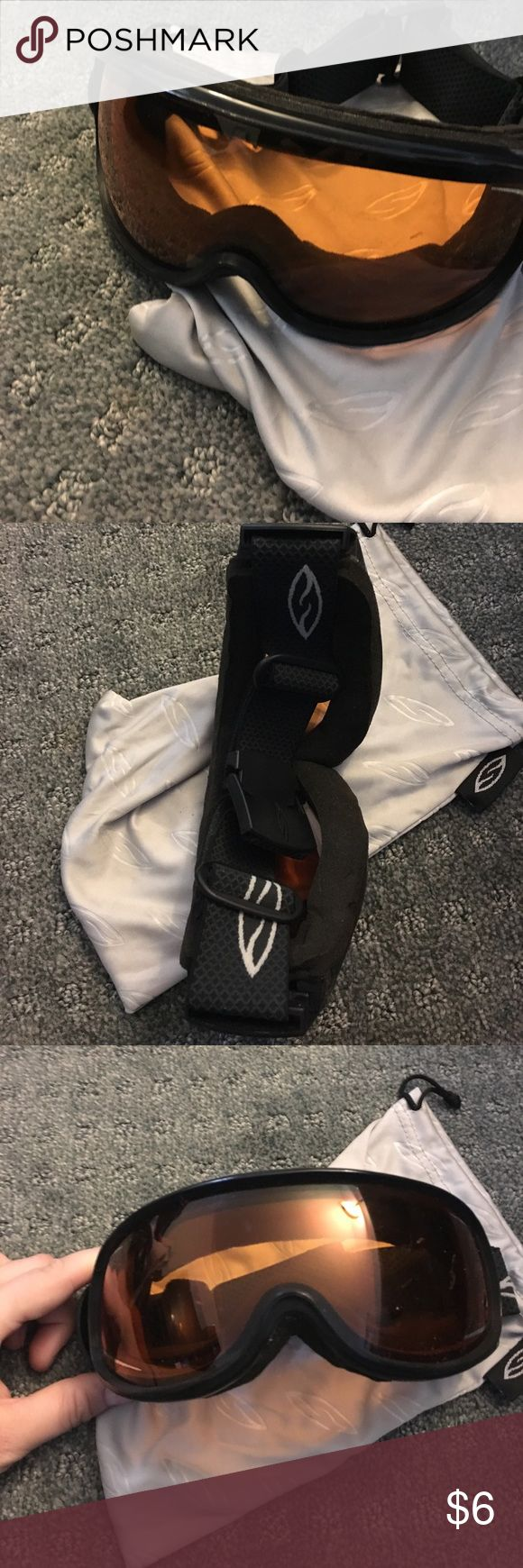 Smith goggles Smith goggles in great condition. Orange lenses with dust bag SMITH Accessories