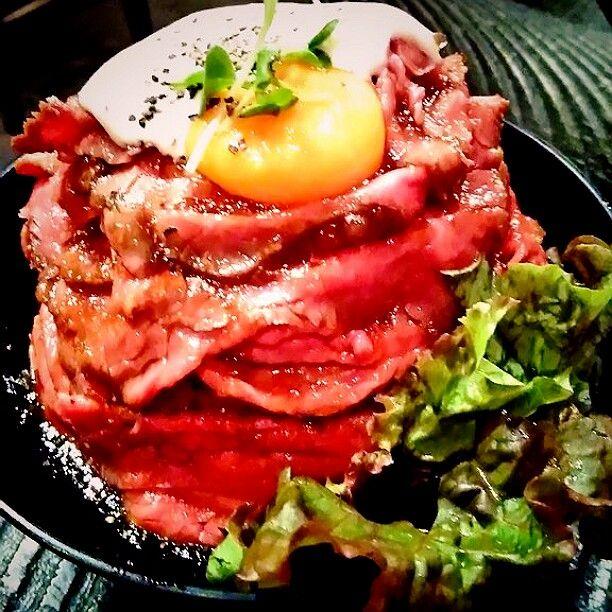高田馬場でローストビーフ丼ならRedRock行列必至の人気店