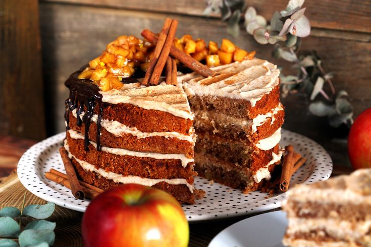 Ha csak egy torta van, amit garantáltan el kell készítenetek idén télen, akkor az ez a fantasztikus almatorta! Komolyan gyerekek, ennél addiktívabb sütit régen ettünk, szóval ha nem akarjátok egyedül betolni az egészet, akkor mindenképp hívjátok át a családot vagy barátokat! :D
